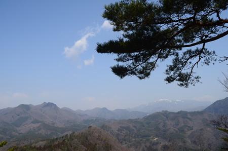 雪の残る金峰山