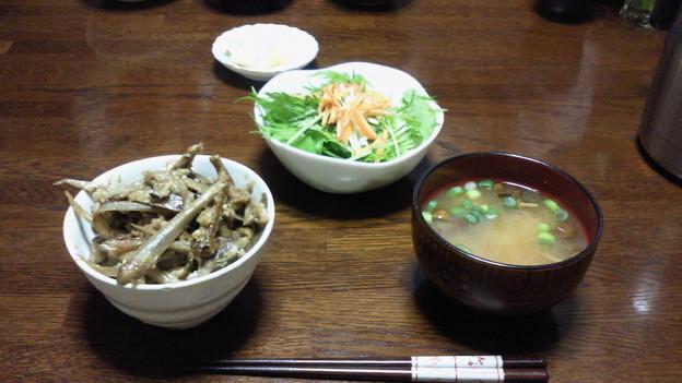 今日の夕食は、豚肉とゴボウ...