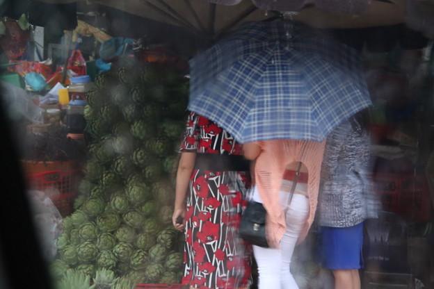 雨の中のお買いもの