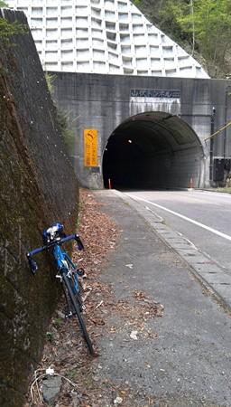 一生懸命登って山伏トンネル