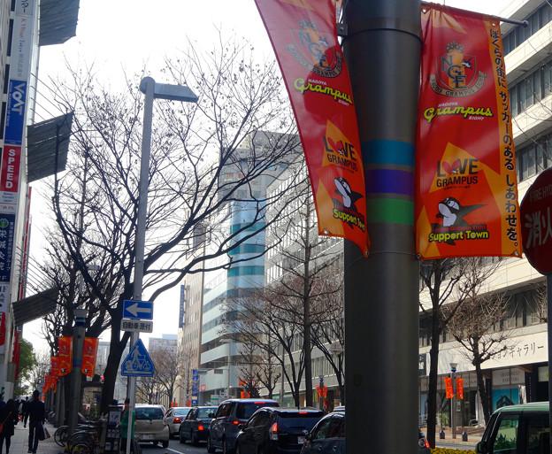 広小路通沿いにグランパスの旗! - 3
