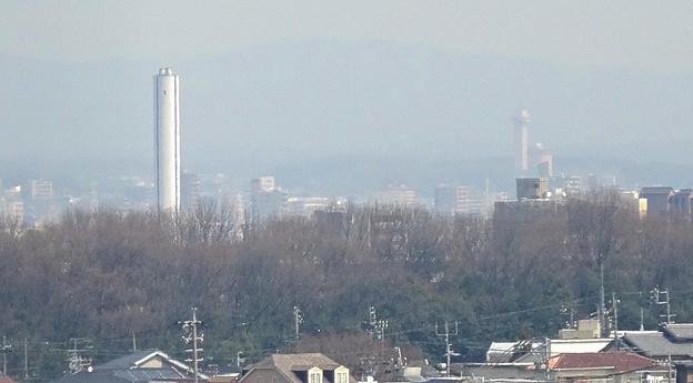 東山給水塔の一般公開 No - 064:展望階から見た景色(謎の白い塔とスカイワードあさひ)