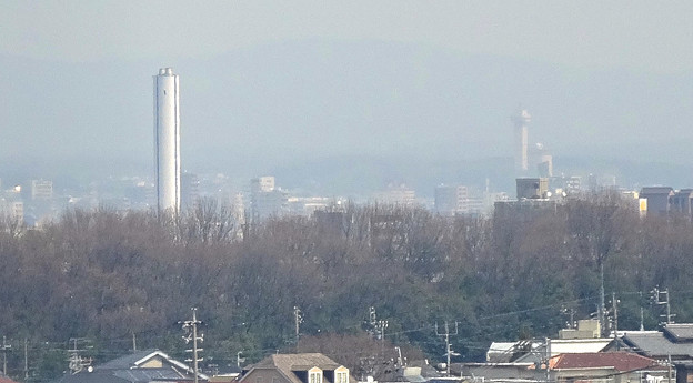 写真: 東山給水塔の一般公開 No - 064:展望階から見た景色(謎の白い塔とスカイワードあさひ)