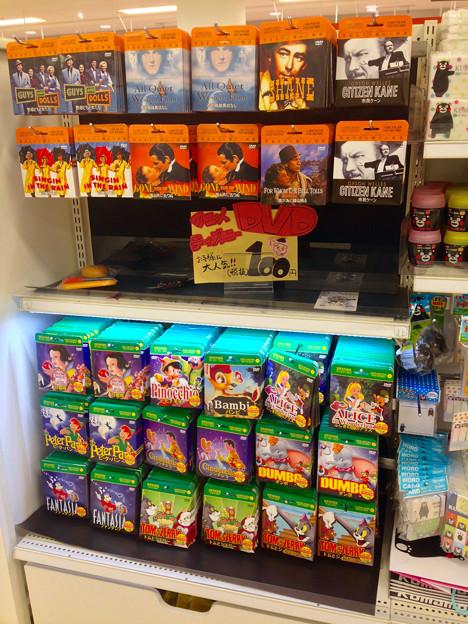 100円ショップに、名作映画とディズニー・アニメの100円DVD!?