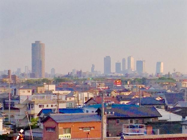 写真: エアポートウォーク名古屋:3階フードコートから見たザ・シーン城北と名駅ビル群 - 3