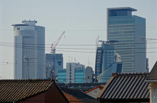 松重閘門付近から見上げた名駅ビル群