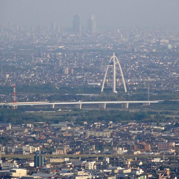 写真: 岐阜公園:展望レストランの展望台から見た、夕暮れ時の景色 - 14(ツインアーチ138と名駅ビル群)