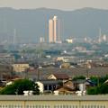 写真: エアポートウォーク名古屋:展望デッキから見た、夕暮れ時の桃花台ニュータウン - 2