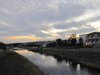 夕空の高野川
