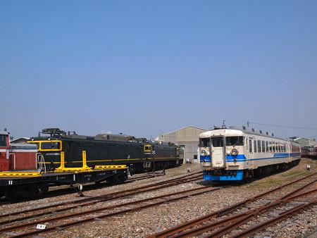 EF81と455系 松任工場02