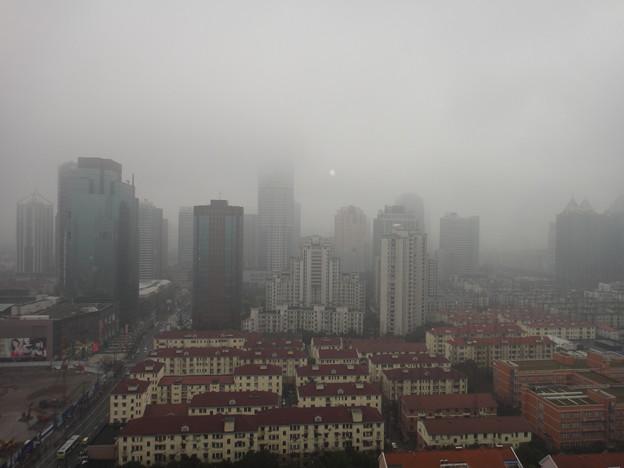 ガスで曇る上海虹橋地区