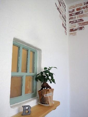 小窓と壁@COUCOU