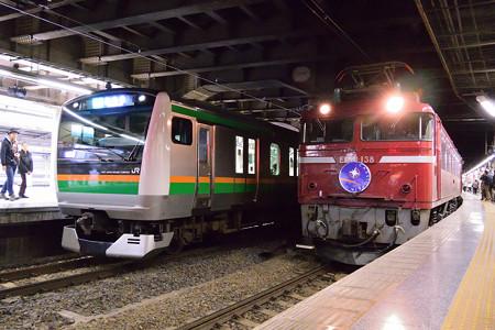 E233系とEF81138代走寝台特急カシオペア号@上野