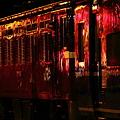 写真: 赤い電機 発車を待つ
