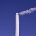 写真: 高井戸のごみ処理施設の煙突@高井戸駅前