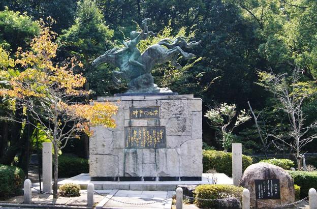 神女の像.岡山護国神社