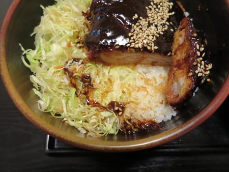 粋菜庵しなの 味噌カツ丼(全国ご当地どんぶりまつり限定) 盛り付けの様子