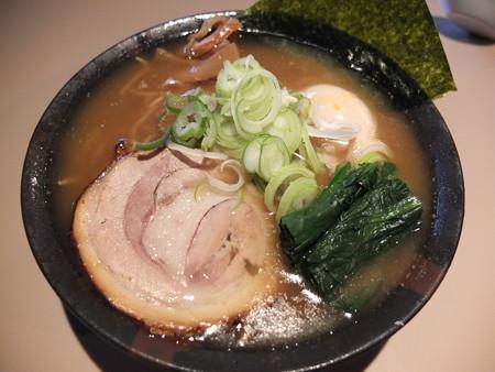 麺ぐるい とりとん魚介(ばりかた、こってり、白ねぎ)¥750