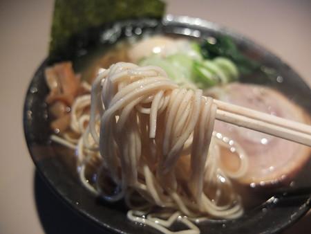 麺ぐるい とりとん魚介(ばりかた、こってり、白ねぎ) 麺アップ