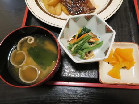 粋菜庵しなの 牛ステーキ丼 副菜の様子1