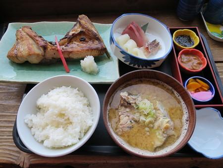 味千汐路 番屋 ブリカマ定食(刺身付)(タラ汁)¥2415