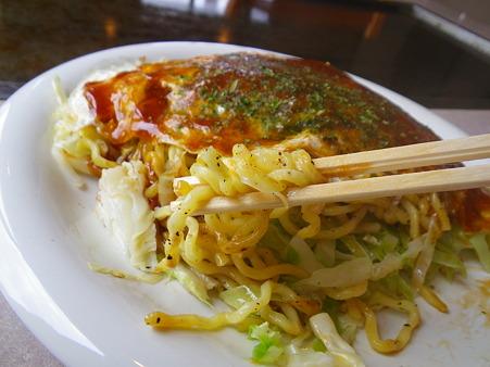 2nd ぱすたいむ 高田店 広島風お好み焼き 麺アップ