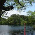 写真: 桧原湖のバスボート