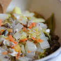 今宵のマリうみ飯は、ご飯の上にダッチオーブンでコトコト煮た白菜、人参、茄子、すりごま、旬のタケノコとブリでした!