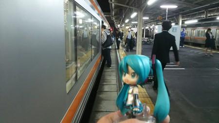 ミク:「沼津駅に着きました! 次は静岡行き電車ですね」 ▲沼津 ...