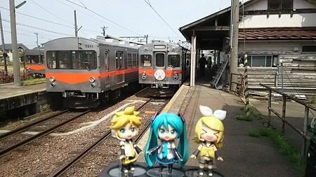 レン:「終点、鶴来駅に到着。」 リン:「いやっはー、田舎だなや♪...