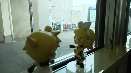 福岡駅に停車。 リン:「えっ!? いきなり福岡県!?」 レン:「...