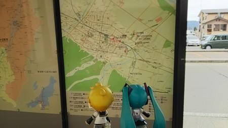 ミク:「ナビによると、千手温泉まで、4.4kmですって」 レン:「ちょwww...