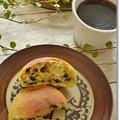 Photos: 黒豆パンde朝食