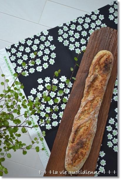 ローストアマニ入りバゲット@いちご酵母
