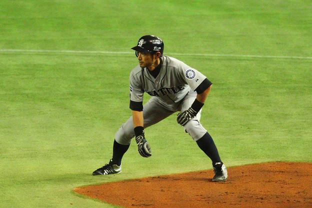 08_内野安打で出塁したイチロー