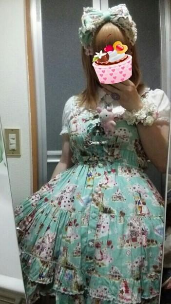 今日のお出かけで着た服。メタモのおかしのおうちのシャーリングJSKコーデヽ(・∀・)ノ このシリーズ2008年に出たんだね。ミントグリーンの色綺麗だし、柄も可愛いしいい感じ(*´ω`*)