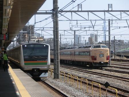 E233系と485系