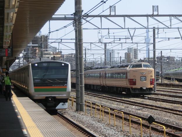 Photos: E233系と485系
