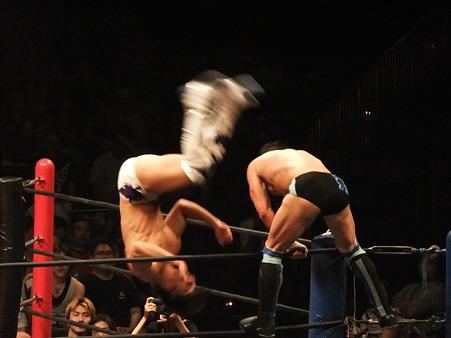 DDT 両国ピーターパン2011 〜二度あることは三度ある〜 IWGPJr.ヘビー級選手権試合 飯伏幸太vsプリンス・デヴィット (7)