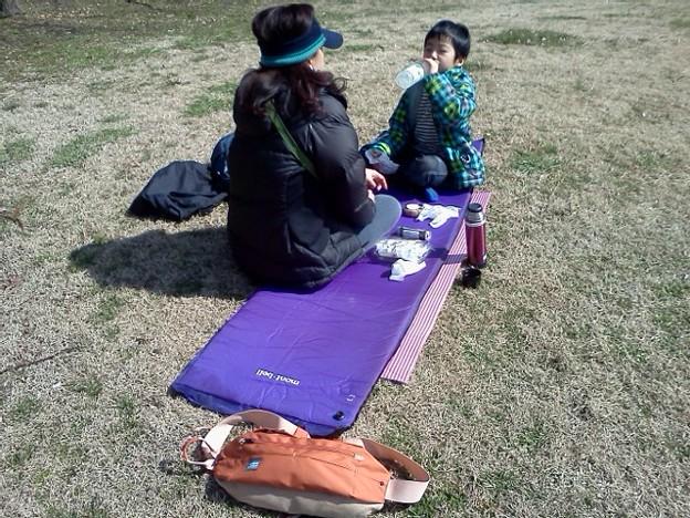 Photos: 今日は公園でおにぎりランチ