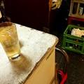 Photos: 加賀屋きたら満席で、とりあえず外飲み。このほうがいいかも(笑)