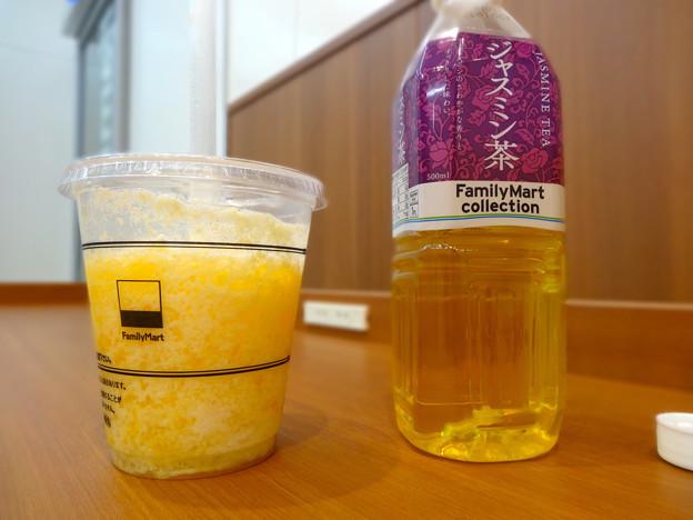 famima cafe マンゴー&オレンジフラッペ mango and arange frape ジャスミン茶 jasmine tea 広島市中区小町 ファミリーマート小町店