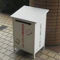 福井県鯖江市の嚮陽会館の白ポスト、向かって右。(2015年)