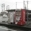 福井県坂井市の本丸岡バス停前の白ポスト、向かって右。(2015年)