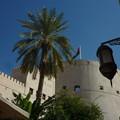 写真: ナツメヤシとランプ ニズワ要塞 オマーン Inside the Nizwa Fort,Oman