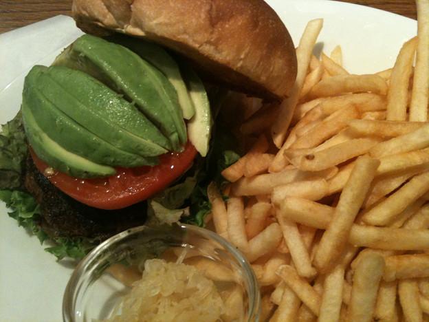 写真: パームスカフェ沖縄 ハンバーガー