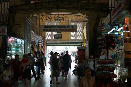 2012.03.09 ホーチミン市 ベンタイン市場 出入口