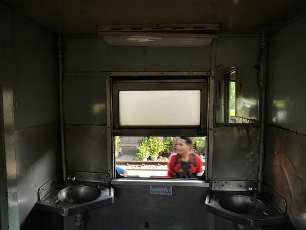 BTC1000タイプの洗面所、タイ国鉄