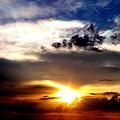 夕陽と彩雲