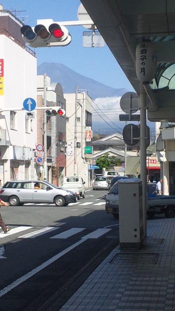 フォト蔵今朝方の暴風雨が嘘のように晴れわたりました。麓からも六合目の山小...アルバム: モバツイ (351)写真データフォト蔵ツイート